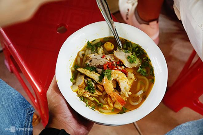 Những quán ăn dân dã, lâu đời ở chợ Bến Thành-1