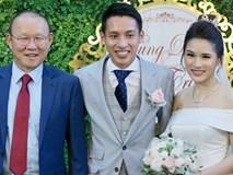 Dàn cầu thủ tuyển Việt Nam xuất hiện như nam thần mừng đám cưới Hùng Dũng, nhưng nhìn đến Đức Huy bỗng thấy