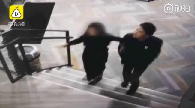 Lộ clip chồng tỷ phú của cô bé trà sữa tay trong tay cùng nạn nhân bị cưỡng hiếp về căn hộ-2