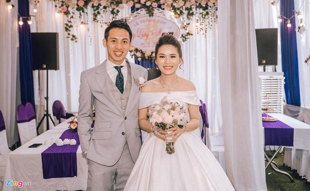 Thầy Park được 2 nhân viên bảo vệ theo sát tại lễ cưới Đỗ Hùng Dũng-8