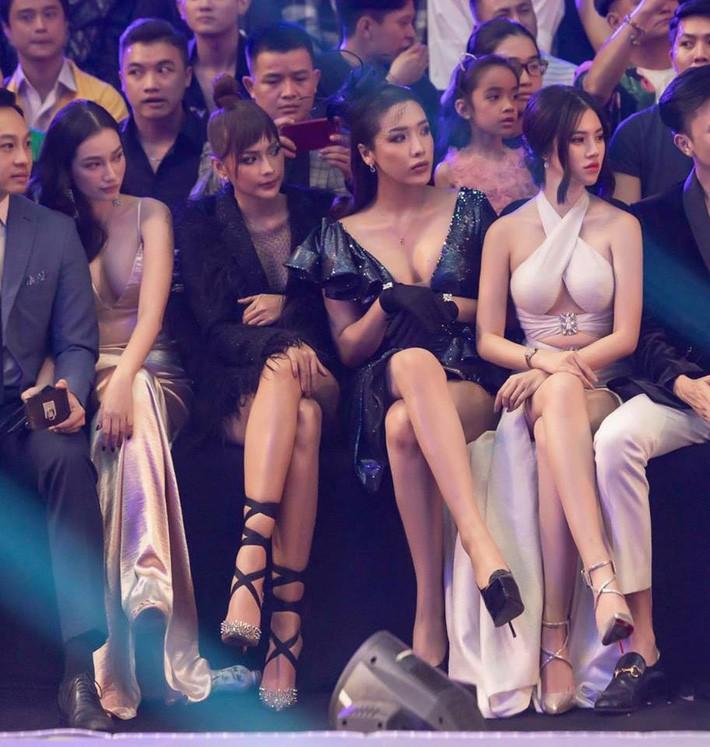 Cùng diện đầm thách thức người nhìn: Sam đẹp tựa nữ thần, Jolie Nguyễn lại gây nhức nhối với vòng 1 khủng-9