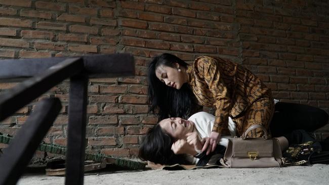 Nàng dâu order: Lộ cảnh tiểu tam bắt cóc, nhảy lên người Lan Phương, khán giả thích thú gọi hồn bà nội-3