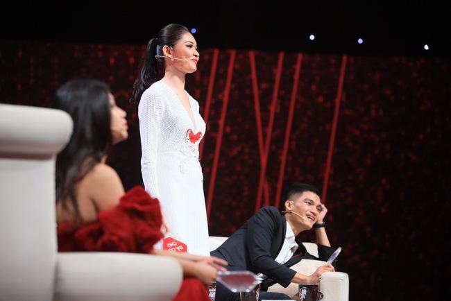 Hương Giang dằn mặt Á hậu Thùy Dung trên truyền hình: Cần phải biết tôn ti trật tự em nhé!-5