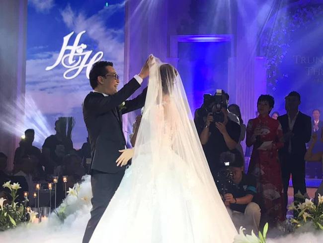 Toàn cảnh tiệc cưới kiểu một lần chơi lớn của NSND Trung Hiếu, biến đám cưới thành Đại hội Hội Nghệ sĩ sân khấu Việt Nam-23