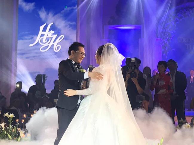 Toàn cảnh tiệc cưới kiểu một lần chơi lớn của NSND Trung Hiếu, biến đám cưới thành Đại hội Hội Nghệ sĩ sân khấu Việt Nam-22