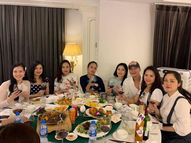 Toàn cảnh tiệc cưới kiểu một lần chơi lớn của NSND Trung Hiếu, biến đám cưới thành Đại hội Hội Nghệ sĩ sân khấu Việt Nam-18