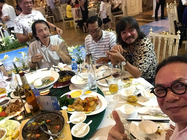 Toàn cảnh tiệc cưới kiểu một lần chơi lớn của NSND Trung Hiếu, biến đám cưới thành Đại hội Hội Nghệ sĩ sân khấu Việt Nam-15