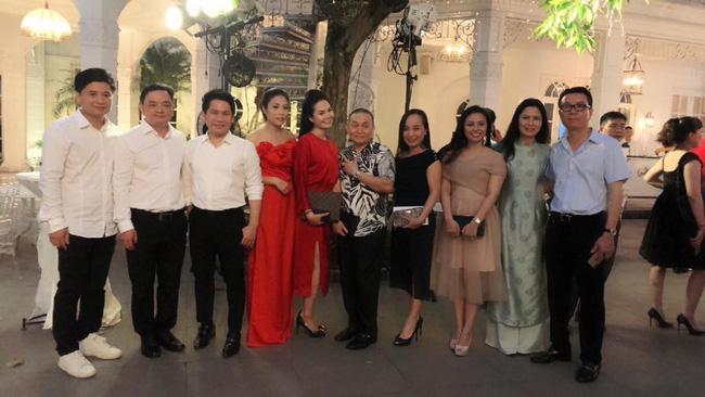 Toàn cảnh tiệc cưới kiểu một lần chơi lớn của NSND Trung Hiếu, biến đám cưới thành Đại hội Hội Nghệ sĩ sân khấu Việt Nam-5
