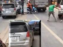 CLIP: Tăng ga chạy CSGT, ô tô 7 chỗ áp sát, tông loạt xe trên đường phố Sài Gòn