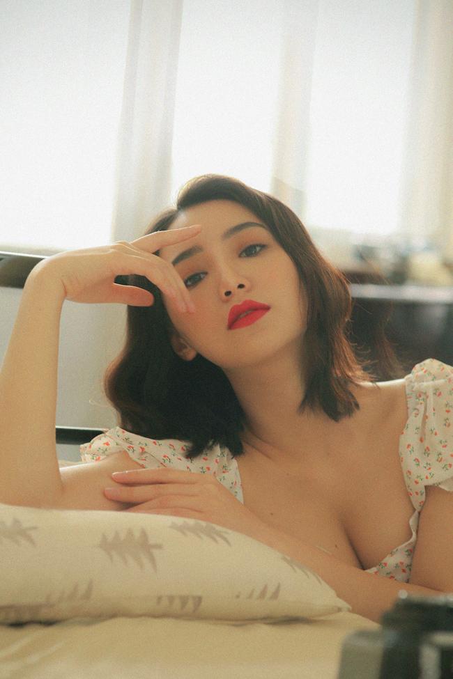 Quỳnh Kool khoe thềm ngực, tiết lộ hậu trường chụp ảnh gợi cảm không ngờ-2