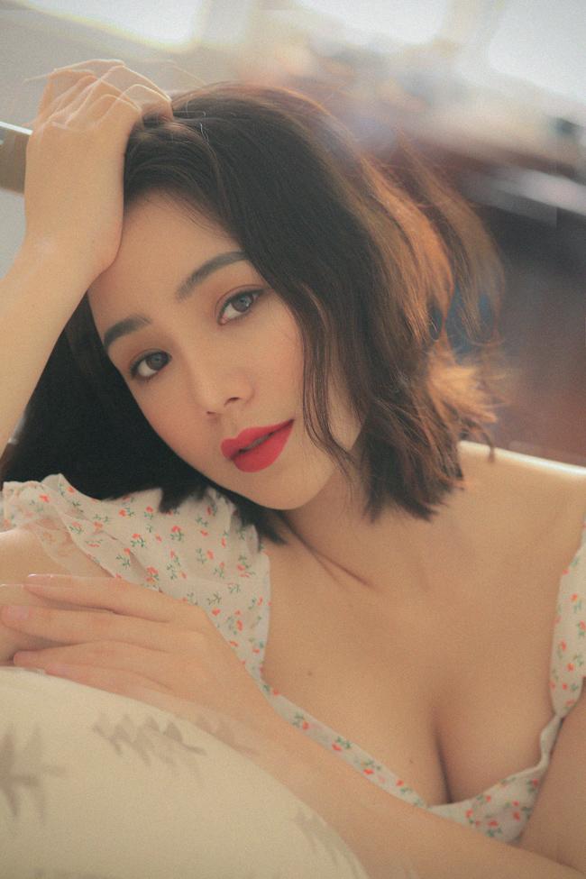 Quỳnh Kool khoe thềm ngực, tiết lộ hậu trường chụp ảnh gợi cảm không ngờ-3