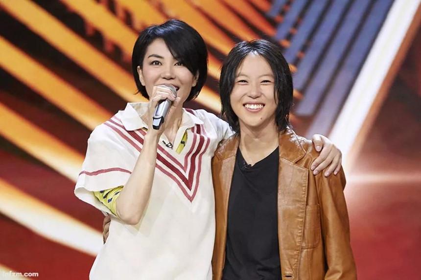 Hai con gái Vương Phi - bỏ học, công khai đồng tính và sống sang chảnh-4