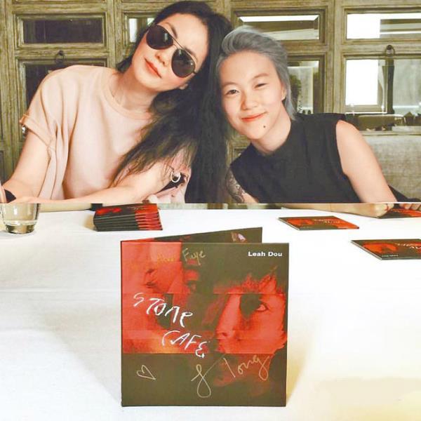 Hai con gái Vương Phi - bỏ học, công khai đồng tính và sống sang chảnh-3