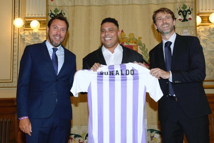 Ronaldo béo: Cuộc sống bên lề sân cỏ thừa mứa tất cả, trừ... sự nhàm chán!-3