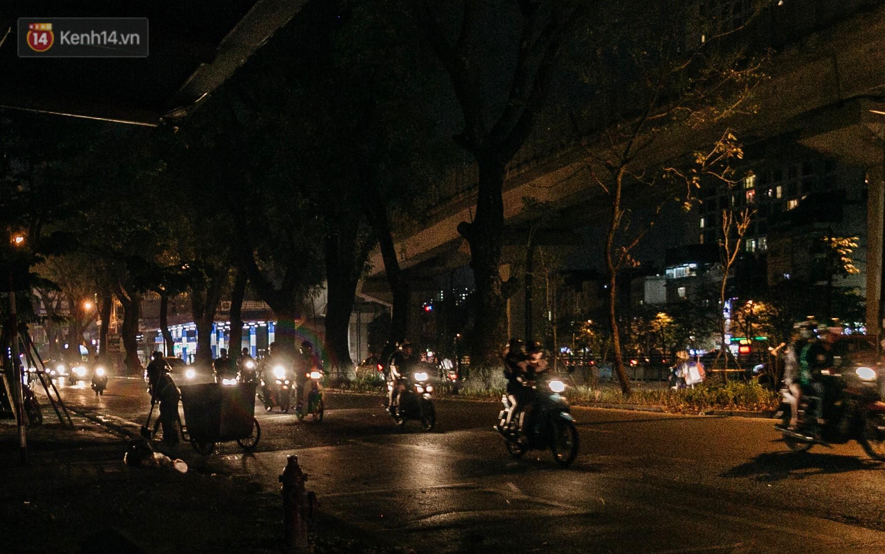 Sự ra đi của nữ công nhân môi trường và nỗi ám ảnh người ở lại: Những phận đời phu rác bám đường phố Hà Nội mưu sinh-4