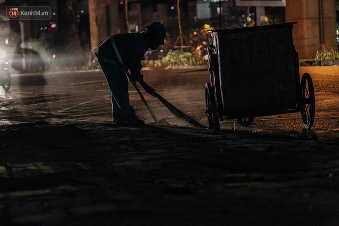 Sự ra đi của nữ công nhân môi trường và nỗi ám ảnh người ở lại: Những phận đời phu rác bám đường phố Hà Nội mưu sinh-5