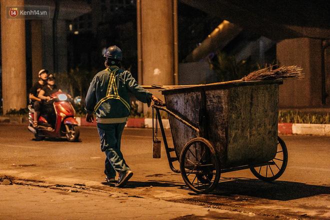Sự ra đi của nữ công nhân môi trường và nỗi ám ảnh người ở lại: Những phận đời phu rác bám đường phố Hà Nội mưu sinh-7