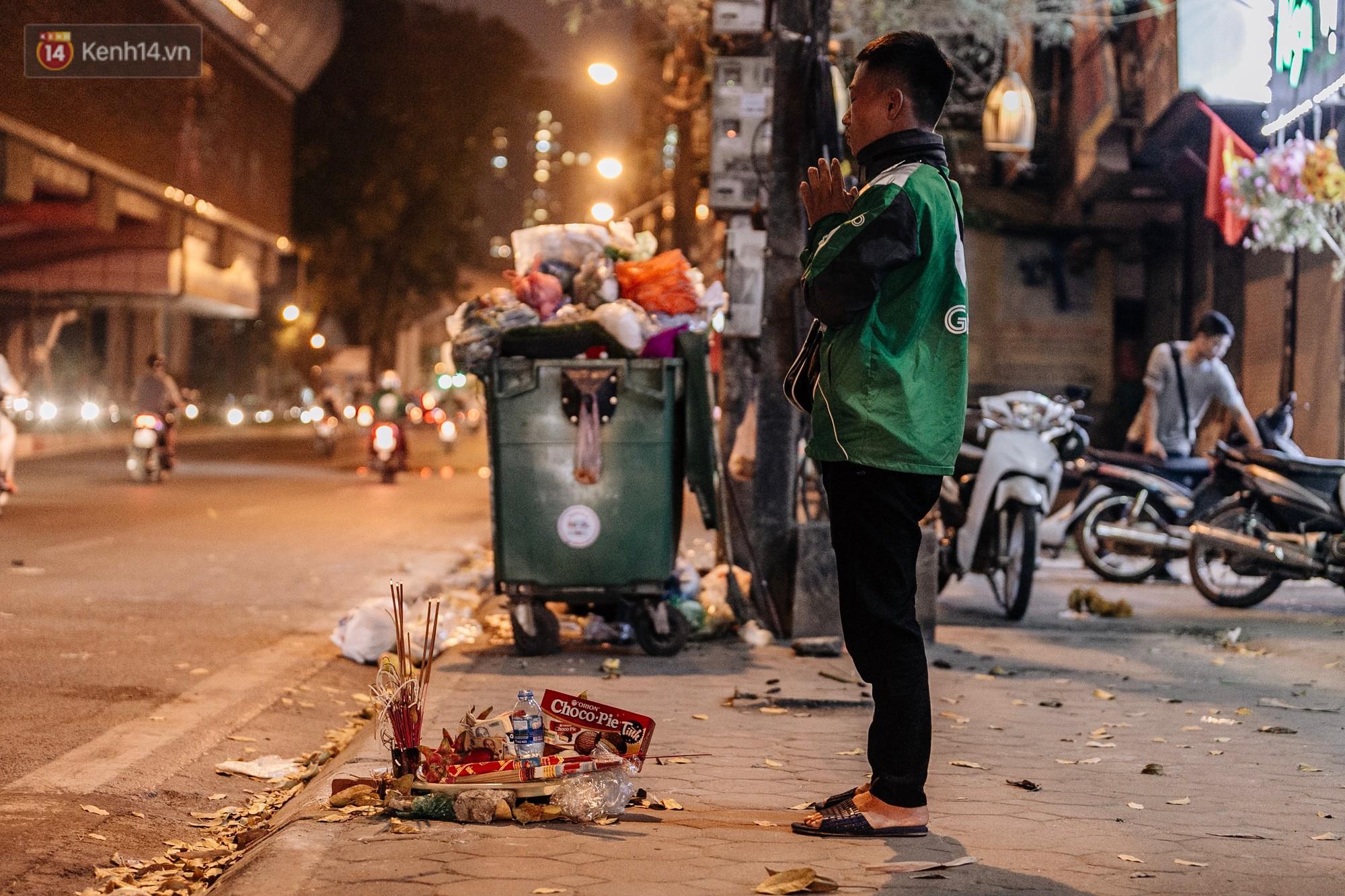 Sự ra đi của nữ công nhân môi trường và nỗi ám ảnh người ở lại: Những phận đời phu rác bám đường phố Hà Nội mưu sinh-9