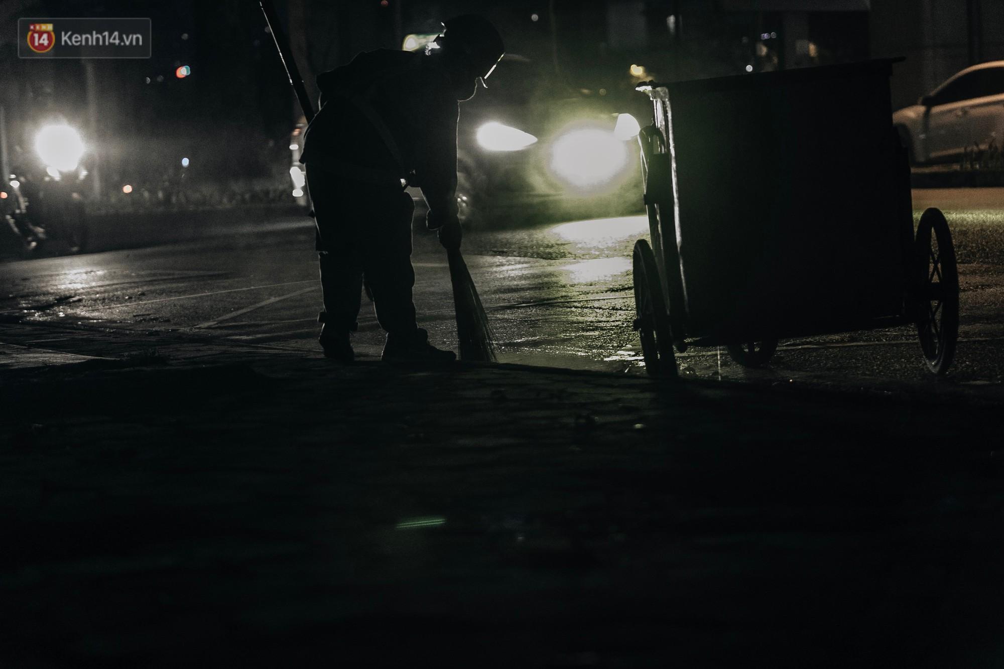 Sự ra đi của nữ công nhân môi trường và nỗi ám ảnh người ở lại: Những phận đời phu rác bám đường phố Hà Nội mưu sinh-14