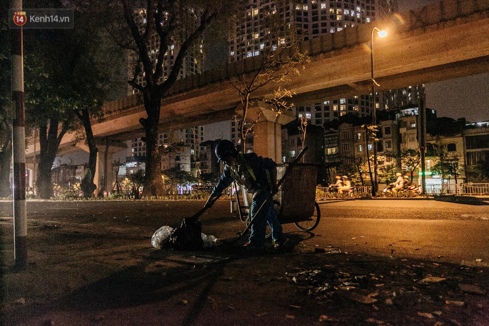 Sự ra đi của nữ công nhân môi trường và nỗi ám ảnh người ở lại: Những phận đời phu rác bám đường phố Hà Nội mưu sinh-15