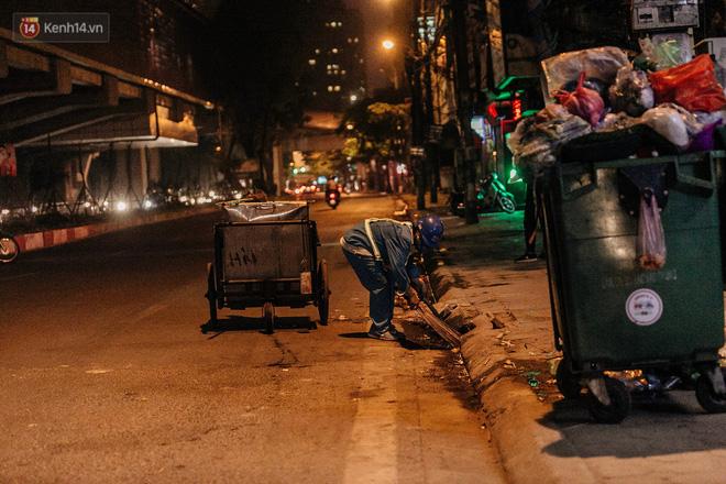 Sự ra đi của nữ công nhân môi trường và nỗi ám ảnh người ở lại: Những phận đời phu rác bám đường phố Hà Nội mưu sinh-16