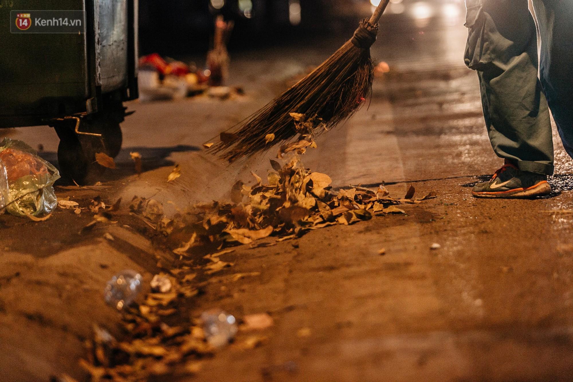 Sự ra đi của nữ công nhân môi trường và nỗi ám ảnh người ở lại: Những phận đời phu rác bám đường phố Hà Nội mưu sinh-23