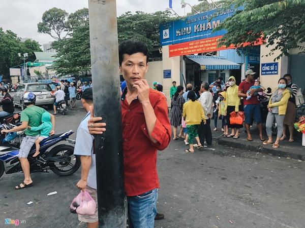 Nắng nóng kéo dài, bệnh viện ở Sài Gòn đông nghịt-1