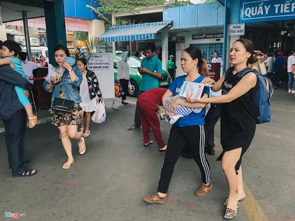 Nắng nóng kéo dài, bệnh viện ở Sài Gòn đông nghịt-5