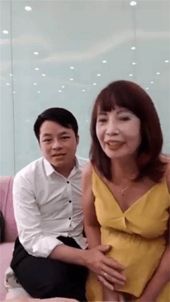 Sốc: Vừa tuyên bố có bầu chưa lâu, cô dâu 62 tuổi đã lộ bụng vượt mặt, tiết lộ đang tiết kiệm tiền để đẻ mổ-1