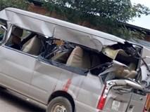 Kinh hoàng ô tô 16 chỗ bị xe tải tông từ phía sau, 1 người chết và 2 người bị thương