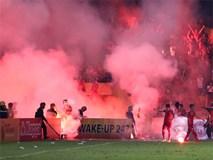 Đốt pháo sáng phá hoại bóng đá Việt Nam: Đã đến lúc CLB khởi kiện cổ động viên