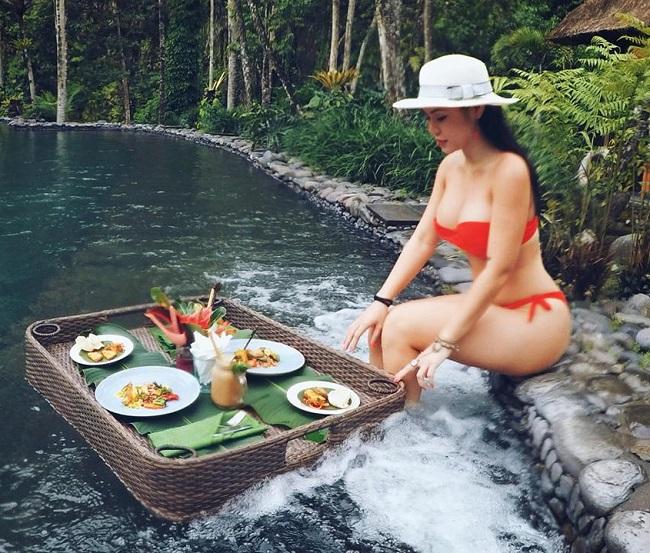 Vợ Khắc Việt, nữ DJ Điện Biên... mặc áo tắm nóng bỏng chào hè-16