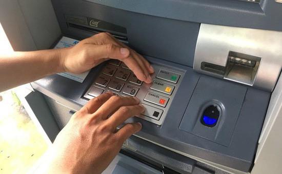 Ngân hàng chuyển nhầm 5 tỷ đồng vào tài khoản, thanh niên 19 tuổi âm thầm rút hơn 1 tỷ tiêu xài-1