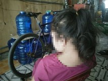 Bé gái 11 tuổi trong 2 năm nghi bị 2 ông già xâm hại, bố mẹ nghèo bất lực không thể đòi công bằng cho con