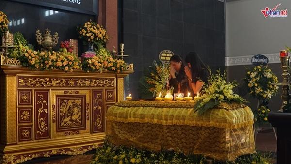Xuân Bắc viếng người mẫu 37 tuổi mất vì ung thư dạ dày-7
