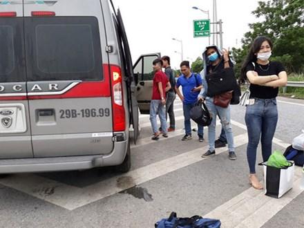 Xe 'dù' treo biển Mỹ Đình - Yên Bái, ném hành lý rồi đuổi khách xuống giữa đường