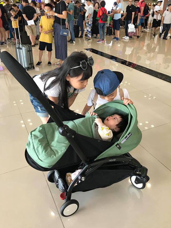 Đi trốn tận resort sang chảnh ở Đà Nẵng, đại gia đình Hằng Túi gây choáng với đội hình 10 thành viên ríu rít xếp hàng-4