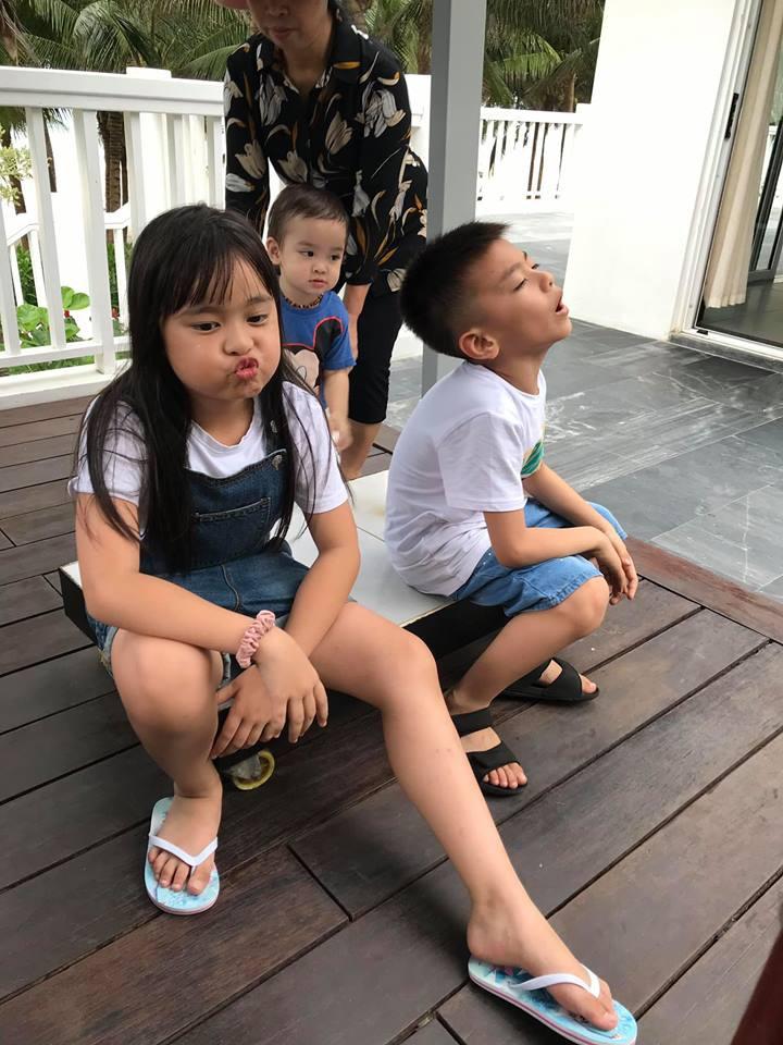 Đi trốn tận resort sang chảnh ở Đà Nẵng, đại gia đình Hằng Túi gây choáng với đội hình 10 thành viên ríu rít xếp hàng-8