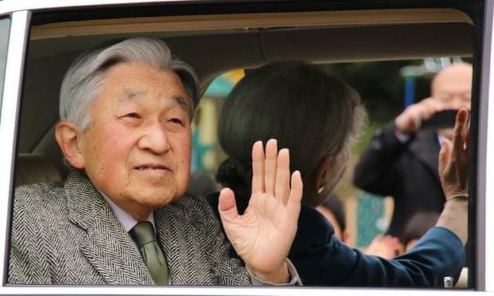 Nhật hoàng Akihito - vị hoàng đế rũ bỏ hình tượng bất khả xâm phạm để đi vào lòng dân và những dấu ấn không thể nào quên trong 30 năm trị vì-1
