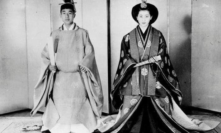 Nhật hoàng Akihito - vị hoàng đế rũ bỏ hình tượng bất khả xâm phạm để đi vào lòng dân và những dấu ấn không thể nào quên trong 30 năm trị vì-3