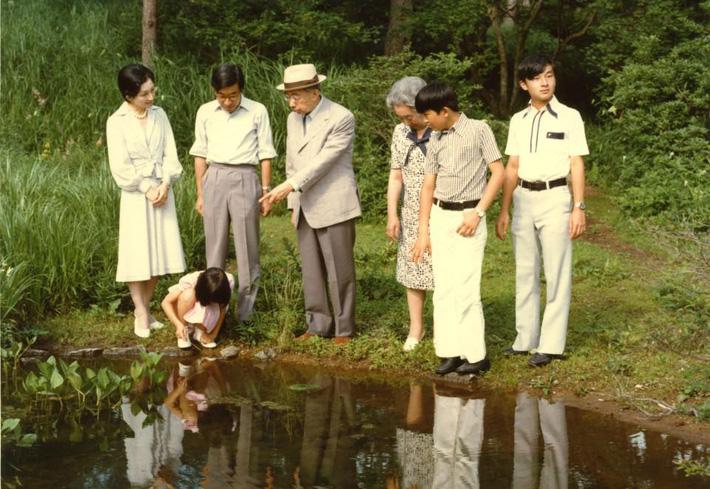 Nhật hoàng Akihito - vị hoàng đế rũ bỏ hình tượng bất khả xâm phạm để đi vào lòng dân và những dấu ấn không thể nào quên trong 30 năm trị vì-5