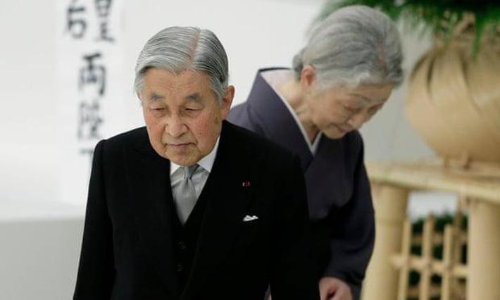 Nhật hoàng Akihito - vị hoàng đế rũ bỏ hình tượng bất khả xâm phạm để đi vào lòng dân và những dấu ấn không thể nào quên trong 30 năm trị vì-6