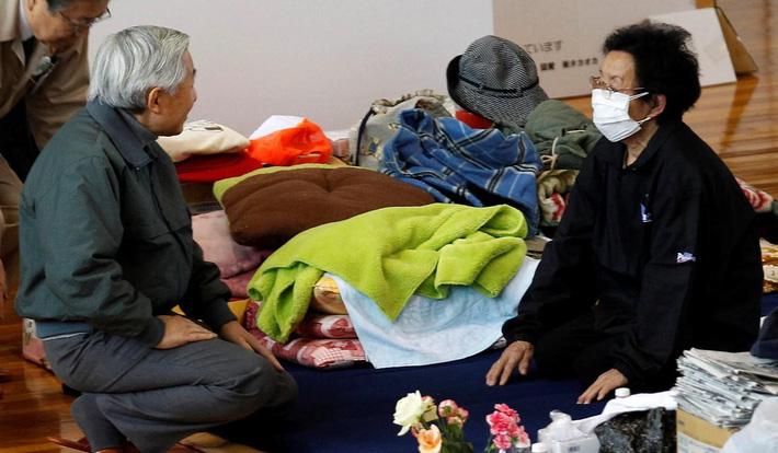 Nhật hoàng Akihito - vị hoàng đế rũ bỏ hình tượng bất khả xâm phạm để đi vào lòng dân và những dấu ấn không thể nào quên trong 30 năm trị vì-7