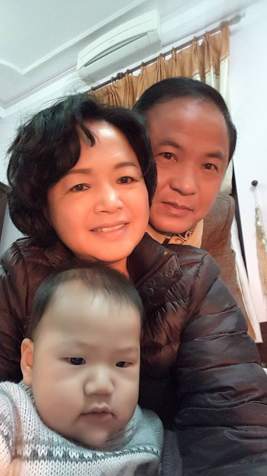 My Sói Thu Quỳnh khoe ảnh ngày bé, nào ngờ dân tình lại chỉ chú ý đến người mẹ xinh như hoa khôi của cô-6