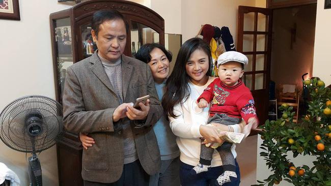 My Sói Thu Quỳnh khoe ảnh ngày bé, nào ngờ dân tình lại chỉ chú ý đến người mẹ xinh như hoa khôi của cô-5