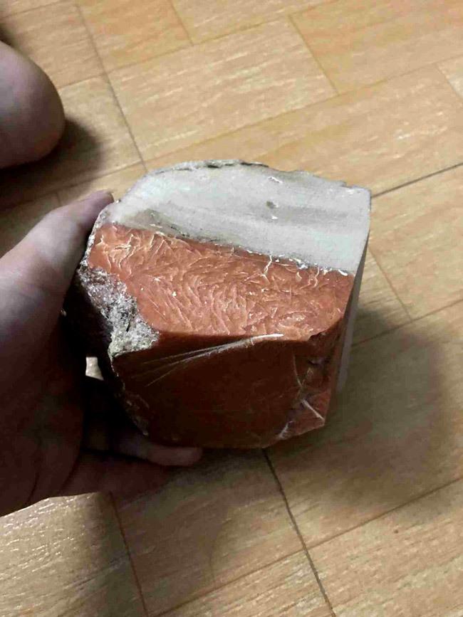 Lão ngư Bình Định vớ được báu vật biển triệu USD: Xẻ miếng nhỏ bán 800 triệu-1