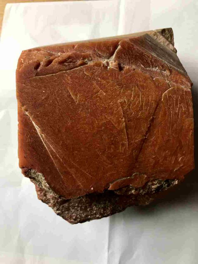 Lão ngư Bình Định vớ được báu vật biển triệu USD: Xẻ miếng nhỏ bán 800 triệu-2