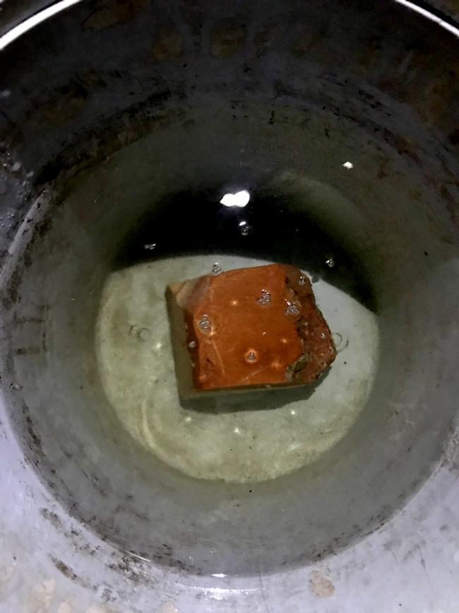 Lão ngư Bình Định vớ được báu vật biển triệu USD: Xẻ miếng nhỏ bán 800 triệu-3