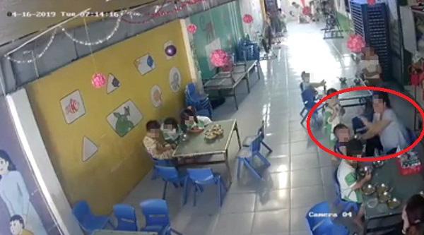 Cô giáo mầm non tát liên tục vào mặt bé trai khi đang cho ăn ở Long An: Đình chỉ công tác, nhà trường tới xin lỗi gia đình-1