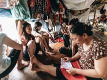 Cuộc sống lênh đênh trên thuyền của người lao động nhập cư ở Hà Nội: